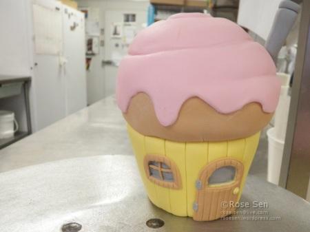 Cupcake House Cake