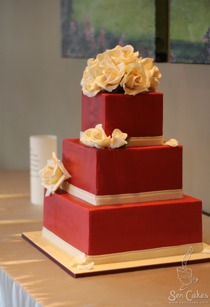 square wedding cake with red roses 2 square wedding cake cakestories ca 20439