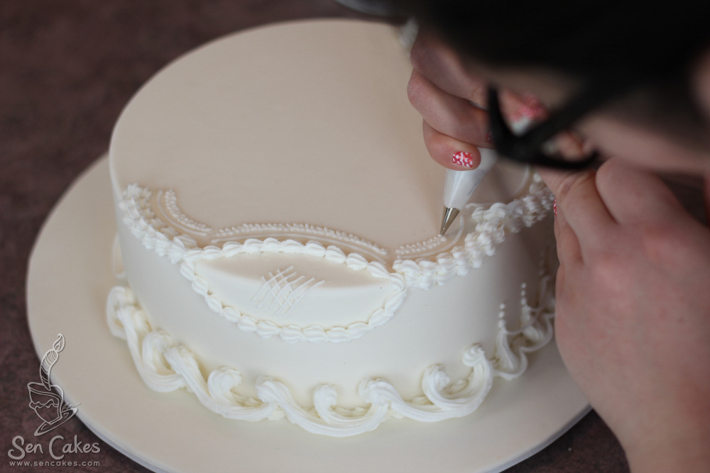 Royal Icing Cake Decorating Designs : Lambeth Royal Icing Work on Pinterest Royal Icing, Cakes ...